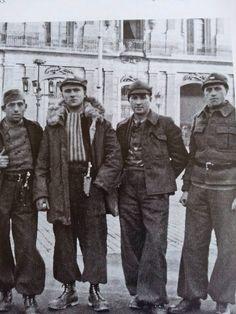 Brigadistas en la Plaza Mayor de Albacete. 1937