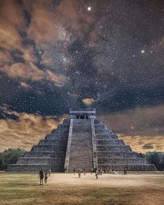 Chichen Itza, Yucatan in Mexico Temple Maya, Aztec Temple, Aztec Culture, Aztec Warrior, Inka, Aztec Art, Pyramids Of Giza, Chicano Art, Mayan Ruins
