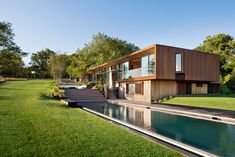 Peconic House / Mapos Completed in 2016 in Hampton Bays United States. Images by Michael Moran/OTTO. The Hamptons enjoys a storied past. Unique daylight and compelling landscapes have drawn artists to this part of Long Islands South Fork for the. Architecture Design, Cabinet D Architecture, Residential Architecture, Villa Am Meer, Peconic Bay, Les Hamptons, Hamptons House, Long Island, Landscape Design