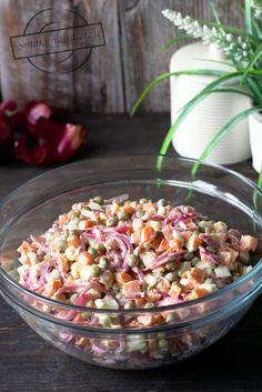 Sałatka cebulowa II (z czerwonej cebuli) – Smaki na talerzu Pasta Salad, Potato Salad, Salsa, Menu, Mexican, Potatoes, Ethnic Recipes, Crab Pasta Salad, Menu Board Design