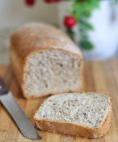 Esse pão é ótimo para quem precisa aumentar a ingestão de fibras. Eu faço com farinha branca e adiciono as fibras porque gosto dele bem macio. Quem quiser fazer com farinha integral minha sugestão…