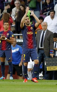 David Villa saluda a los aficionados