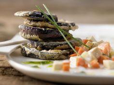 Panierte Auberginenschnitzel mit Gemüse-Tofu-Ragout: Die vegetarische Variante der klassischen Piccata Milanese mit Aubergine.