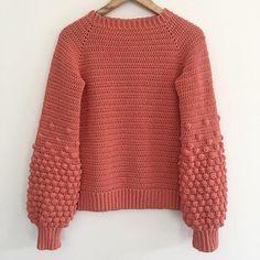 Christmas Knitting Patterns, Sweater Knitting Patterns, Crochet Patterns, Crochet Ideas, Crochet Jumper, Knit Crochet, Universal Yarn, Crochet Girls, Dress Gloves