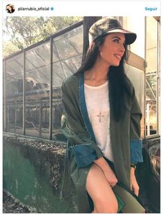 Pilar Rubio look gorra con visera Bomber Jacket, Cap, Jackets, Outfits, Fashion, Beret, Sergio Ramos, Pretty Girls, Wolves