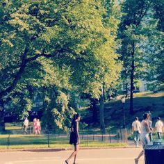 People watching in the park.  #centralpark #nyc #newyork #newyorkcity #lifestyle #living #manhattan #instagood #instasize #instadaily #instalike #outdoors #bike #run #walk #play #live #enjoy #life #blackandwhite #place #travel #relax