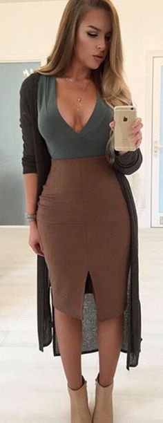 Definitely need a brown skirt in my life!