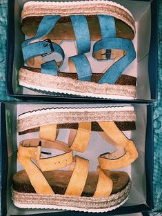 Discover recipes, home ideas, style inspiration and other ideas to try. Cute Sandals, Shoes Sandals, Looks Hippie, Hype Shoes, Pretty Shoes, Dream Shoes, Shoe Closet, Sock Shoes, Shoe Game