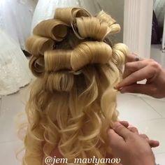 Perfect wedding look 👰 hairstyles hair hairart hairbrained hairdo - Her Crochet Curly Wedding Hair, Bridal Hair, Bride Hairstyles, Pretty Hairstyles, Kids Hairstyle, Hair Up Styles, Hair Videos, Hairstyles Videos, Makeup Videos