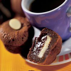 Je ne me lasse jamais de ces délicieux muffins! Par contre, je les fait cuire 2 à 4 minutes de plus car je n'aime pas les cœurs trop fondants.