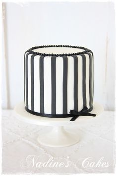 Simple but elegant, this is the design for the mini cakes.