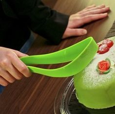 Cool Cake Server | Crranky. Cool. Stuff.