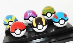 CONJUNTO COM 6 POKEBOLAS POKEMON
