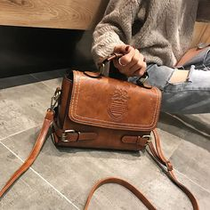 Cheap Retro Double Buckle Badge British Style Handbag Shoulder Bag For Big Sale! Black Shoulder Bag, Large Shoulder Bags, Leather Shoulder Bag, Canvas Purse, Canvas Messenger Bag, Unique Handbags, Purses And Handbags, Luxury Handbags, Cheap Handbags