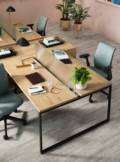 Steelcase and West Elm collaborate on bringing a residential, modern design to the workplace that supports employee wellness and provides customization. Design Steelcase West Elm: Residential Inspiration in the Workplace - Haus Dekoration Corporate Office Design, Open Office Design, Industrial Office Design, Cool Office Space, Office Interior Design, Office Interiors, Cozy Office, Corporate Offices, Office Designs