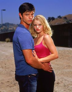 Jason Behr and Emilie de Ravin in Roswell