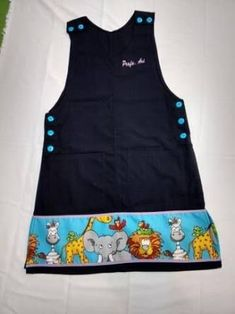 Resultado de imagen para no sew cross back apron Little Girl Outfits, Little Girls, Craft Organization, Scrub Tops, Baby Sewing, Sewing Clothes, Kids Wear, Baby Dress, Girls Dresses