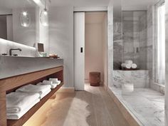 Ideas de decoración de la pared del cuarto de baño y materiales contemporáneos