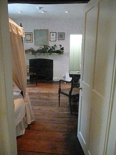 A Christmas Visit to Jane Austen's House, Part Upstairs. Mr. Darcy, Georgian Interiors, Jane Austen Novels, Christmas Is Over, English Style, Pride And Prejudice, Ground Floor, Master Bedroom, Cottage