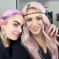It looks like Shakira was thinking pink! Joined by her hair and makeup artist Beatriz Matallana, the singer showed off a colorful new 'do from her dressing room in December 2016.