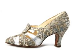 1930's Silver brocade pumps with silver leather straps on the vamp.