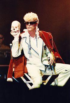 Major Tom, Trevor Bolder, David Bowie Fashion, Last Night On Earth, Karel Gott, Wembley Arena, Aladdin Sane, The Thin White Duke, Evolution Of Fashion