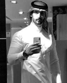 👑shabanapadaliya👑 Handsome Arab Men, Handsome Faces, Arab Men Fashion, Mens Fashion, Arab Style, Muslimah Wedding Dress, Arab Wedding, Prince Crown, Cozy Chair
