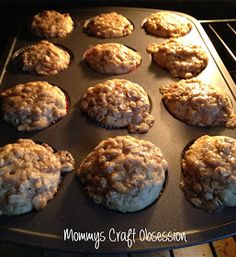 Mommys Craft Obsession: Toddler Approved Applesauce & Banana Muffins - Really good muffins! I added some homemade granola instead of plain oats and they added a bit extra everything! - i think id take out the banana and add cinnamon Köstliche Desserts, Delicious Desserts, Yummy Food, Tasty, Baby Food Recipes, Cooking Recipes, Healthy Recipes, Yummy Treats, Sweet Treats