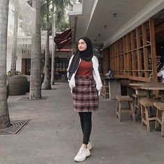 date party outfit Modern Hijab Fashion, Street Hijab Fashion, Hijab Fashion Inspiration, Muslim Fashion, Ootd Fashion, Korean Fashion, Fashion Outfits, Casual Hijab Outfit, Hijab Chic