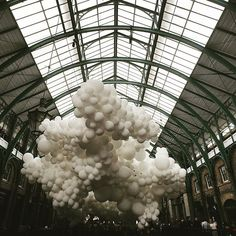 Love this photo by @miss_jess of the #coventgardenballoons installation - so dreamy @coventgardenldn #charlespetillon #weddinginspiration #weddingdecor #weddingdetails #whiteballoons #coventgarden #weddingphotoinspiration #londonblogger #weddingblog