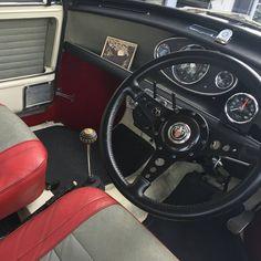 Mini Cooper S, Car In The World, Classic Mini, Car Ins, United Kingdom, Car Seats, Motorcycles, Instruments, Bike