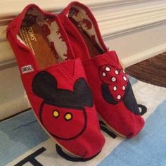 Love the Mickey mouse and Minnie Mouse toms