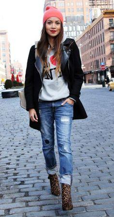How to Wear Navy Boyfriend Jeans looks & outfits) Mode Outfits, Jean Outfits, Casual Outfits, Casual Boots, Pullover Mode, Top Mode, Look Jean, Jeans Boyfriend, Boyfriend Style