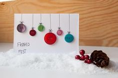 diy christmas card made using colored buttons // diy weihnachtskarte aus bunten knöpfen