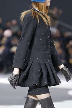 chanel fall winter ready to wear 2014 chain dark leather gloves