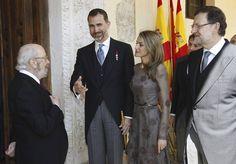 La entrega del Premio Cervantes 2012 a José Manuel Caballero Bonald - RTVE.es http://www.rtve.es/mediateca/fotos/20130423/entrega-del-premio-cervantes-2012-jose-manuel-caballero-bonald/110555.shtml