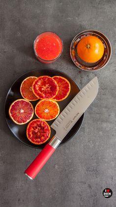 Nůž DICK - Santoku z populární série RED SPIRIT - ideální na ovoce, zeleninu, bylinky nebo maso  - široká čepel pro nabírání surovin a pohodlné přemístění rovnou do hrnce či na pánev