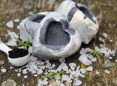 'Soprana'+-+solné+pleťové+a+tělové+mýdlo+PF+Pokud+jste+solné+mýdlo+ještě+nevyzkoušeli,+pak+věřte,+že+tohle+je+trošku+jiný+mýdlový+požitek,+než+na+který+jste+zvyklí.+Mramorové+solné+mýdlo+Soprana+je+velice+šetrné+mýdlo+s+exfoliačními+a+detoxikačními+vlastnostmi.+Mýdlo+je+vhodné+jak+pro+silně+se+mastící+a+prachem+namáhanou+či+aknózní+pleť,+tak+pro+celkový... Bath Products, Handmade Soaps, Bath Salts, Bath Bombs, Artisan, Soap, Bath Scrub, Craftsman, Bath Soak