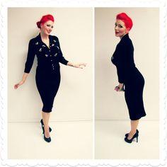 1950er Jahren stricken Suzy Dee zwei Stück Set - Cardigan Pullover und Rock - schwarz mit Sicke