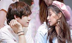 Kpop Couples, Cute Couples, Shan Cai, Bts Twice, Anime Kiss, Tzuyu Twice, Bts Taehyung, Ikon, Couple Goals