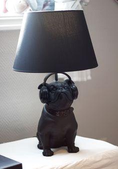 Fun bulldog lamp