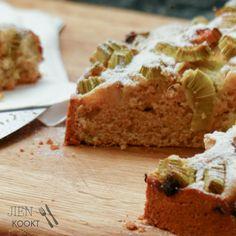 Fast rhubarb cake - OWNER IS EGGS -a delicious sweet (sour) weekend - Jien cooks Rhubarb Tea, Rhubarb Syrup, Rhubarb Cake, Cake Recept, Piece Of Cakes, Cornbread, Banana Bread, Bakery, Sweets