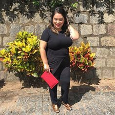 Mais um pouco do look de ontem! Escolhi um macacão preto bem basicão mas adicionei acessórios coloridos pra quebrar a monotonia! Gostaram?  #lookdadaphne #lookdodia #ootd #outfitoftheday #moda #fashion #blogueirademoda #fashionblogger #blogdemoda #fashionblog  #fashionstyle #fashionista #streetstyle #fashionblog #styleblogger #fashionlove #blogger #blogueira #style #estilo #rsbloggers  #lifeasdaphne