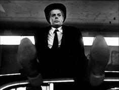 Marcello Mastroianni in uno scatto tratto da 8½ (1963). Il titolo del film è dovuto al fatto che prima di questa, Fellini aveva girato sei pellicole, più tre in co-direzione con altri registi e per questo da lui stesso considerati 'mezzi' film. #cinema #cult #mastroianni #cultstories