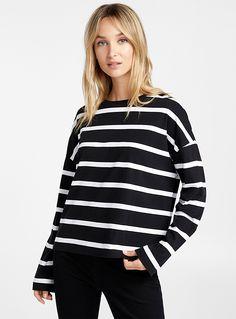 Le t-shirt ample rayures contraste   Contemporaine   Magasinez des Manches Longues pour Femme   Simons Coton Biologique, T Shirt, Tops, Women, Fashion, Shopping, Stripes, Woman Clothing, Long Dress Patterns