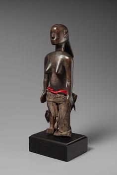 A SAGARA/LUGURU FEMALE FIGURE CONTAINER Tanzania, Auktion 1045 Afrikanische und Ozeanische Kunst, Lot 254