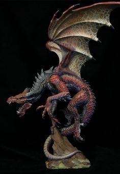 Here is the new paint job for the Emperor Dragon, done by Jeremy of Creature Caster. This red color scheme was chosen to pay homage to fantasy painter Larry Elm