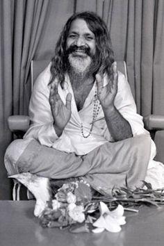 1967: Maharishi Mahesh Yogi in Australia .... #TranscendentalMeditation #meditation #guru #Spiritual #vintagephoto #1960s