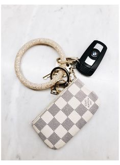 Louis Vuitton Keychain Wallet, Louis Vuitton Key Pouch, Key Keychain, Cute Keychain, Lv Key Pouch, Key Chain Wallet, Preppy Car Accessories, Car Key Ring, Girly Car