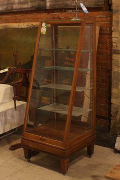 Bakery Display Case, Glass Display Case, Display Cases, Display Window, Display Ideas, Retail Fixtures, Vintage Cafe, Vintage Display, Store Displays